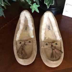 New UGG Chestnut Litney Fea Slippers